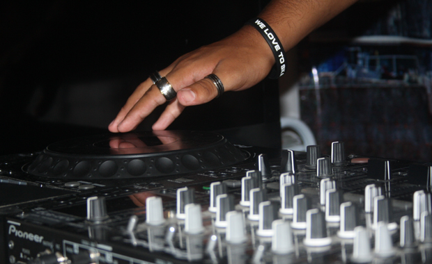 Traum vom Auflegen: Musik ist Teil der Favela-Kultur. (Foto: BuzzingCities/Sonja Peteranderl)