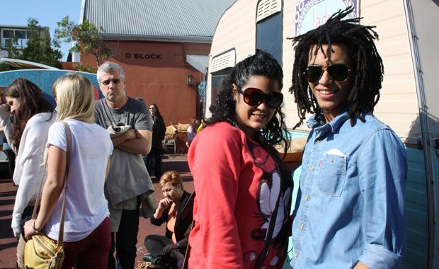 Apartheid ist kein Thema für Ayrton Farao und seine Freundin – sie wollen ihr Leben geniessen (Foto: BuzzingCities.com/Sonja Peteranderl)